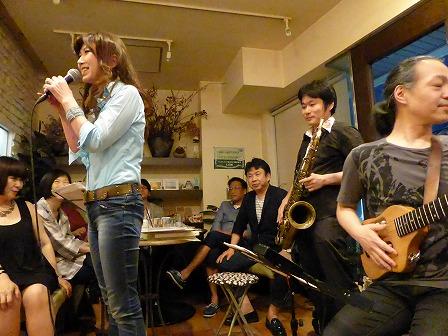 飛び入りボーカルichieさん、テナーサックス里村 稔さん、ギター村山義光氏