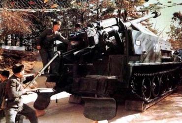 """北朝鮮 M1978 170mm自走榴弾砲 朝鲜170毫米的M-1978""""谷山"""""""