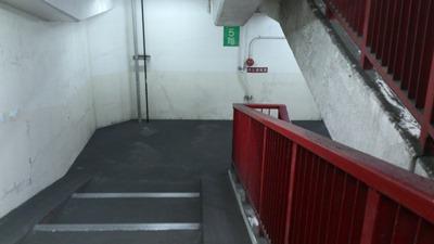衣浦トンネル階段で