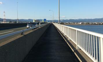 豊川橋の歩道