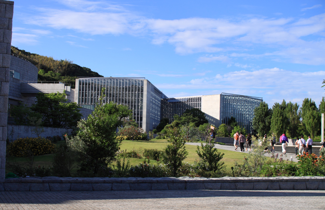 植物館外観