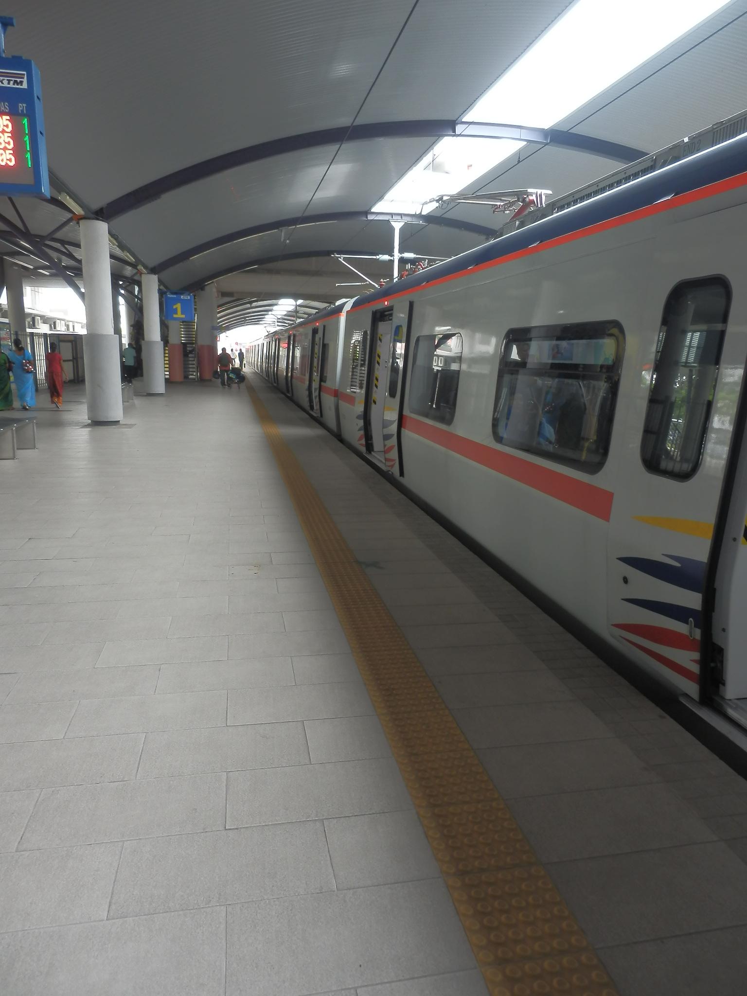 バトゥケーブ行き電車