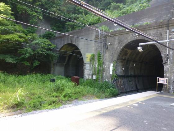 JR田浦駅1110603
