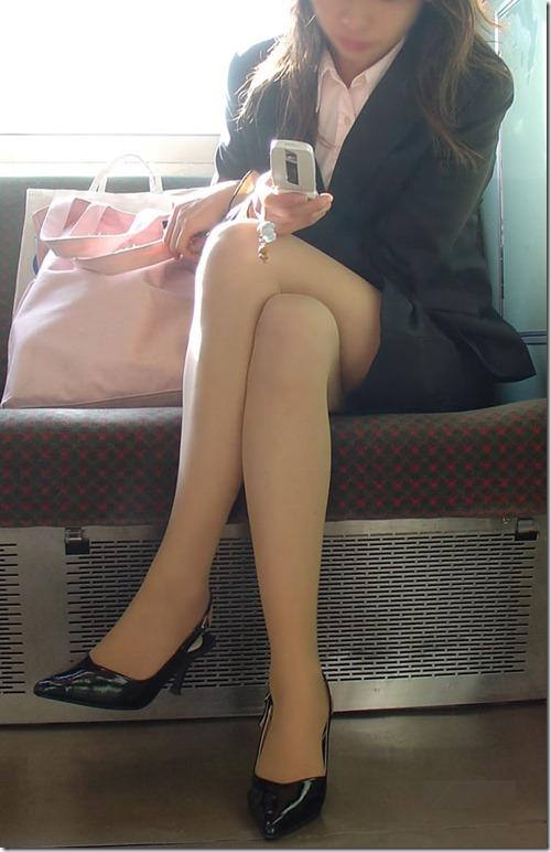 【脚フェチエロ画像】こんな太もも化して貰って膝枕して貰いたいお姉さん画像09-s