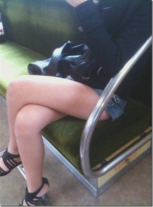 【脚フェチエロ画像】こんな太もも化して貰って膝枕して貰いたいお姉さん画像13-s