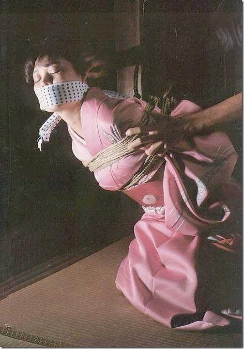【SMエロ画像】昭和のかほりがする拘束されたオンナ達34-s