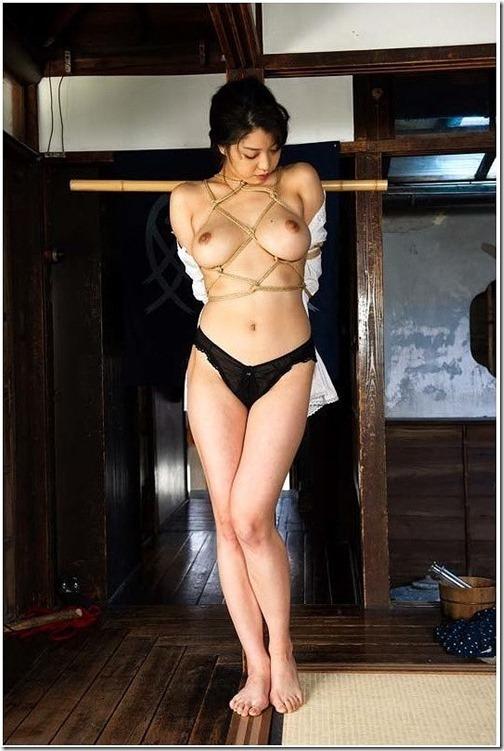 エロティシズムとポルノグラフィーの狭間で・・エロく美しい女達の縄化粧_000-s