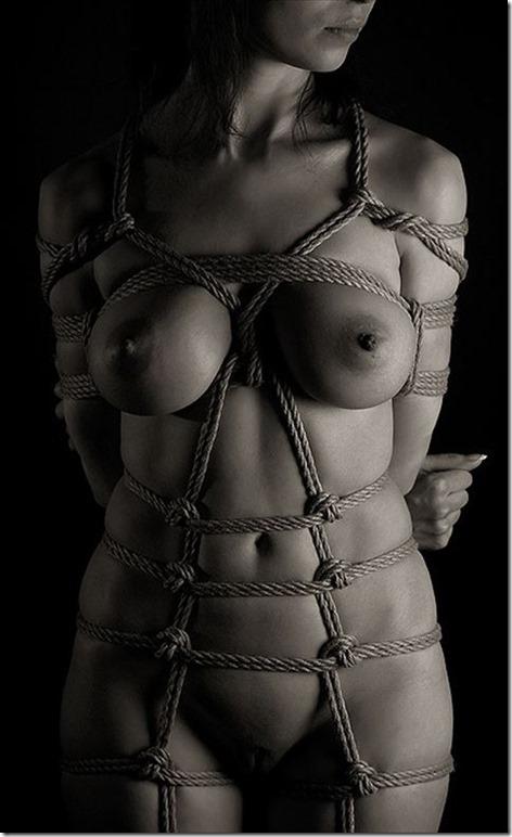 エロティシズムとポルノグラフィーの狭間で・・エロく美しい女達の縄化粧_008-s