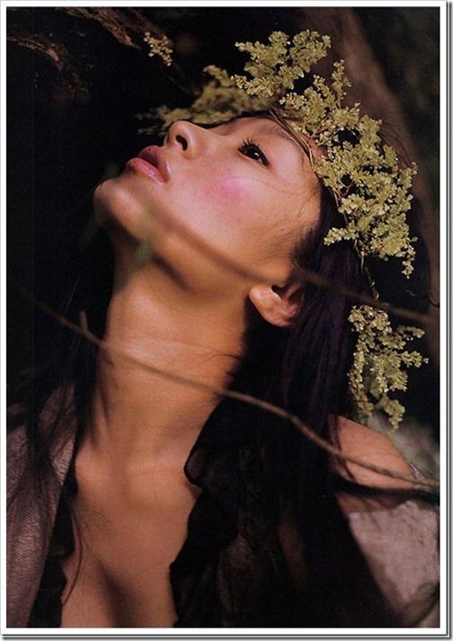 【篠原涼子(女優)】お宝美乳セミヌードハミ乳おっぱい画像・下着赤ランジェリー動画