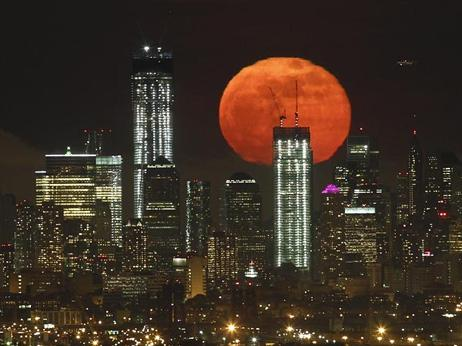 o04620346supermoon-lunar-perigee-seen-may-2012-manhattan_52632_big.jpg