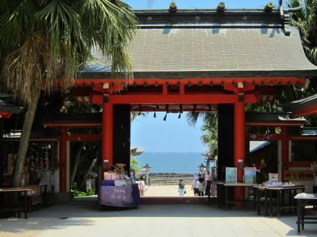 青島神社 と海
