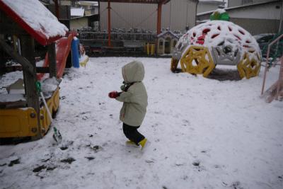 作品展で雪遊び