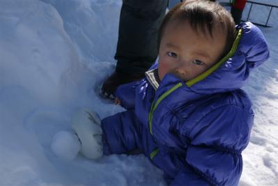 ヒロ君も雪の上に