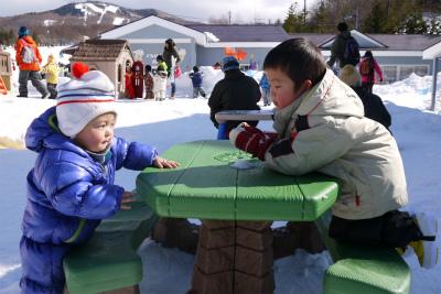 トシ君とヒロ君の雪遊び