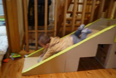 滑り台は頭からすべるべし2