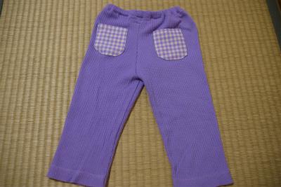 紫のズボンはポッケがアクセント