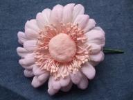 布花のコサージュガーベラ