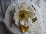 白薔薇のコサージュ