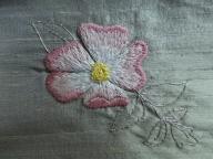 オールドローズの刺繍