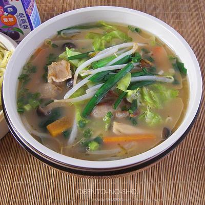 肉野菜炒めの醤油とんこつラーメン弁当02