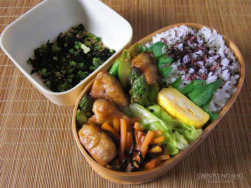 アスパラと豚の醤油麹炒め弁当01