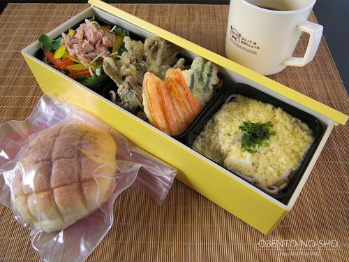 とろろ・野菜天・サラダ蕎麦弁当01