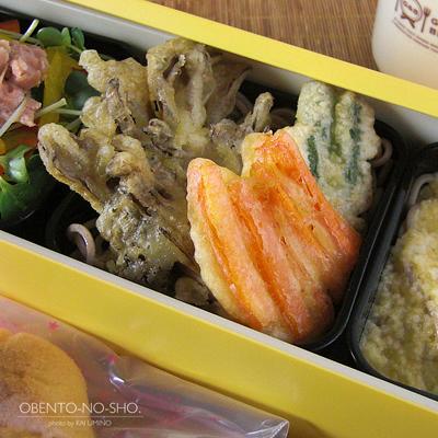 とろろ・野菜天・サラダ蕎麦弁当03