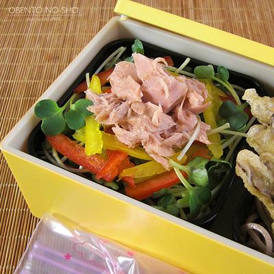 とろろ・野菜天・サラダ蕎麦弁当04
