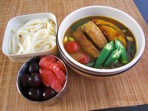 鶏手羽と夏野菜のカレーうどん弁当01