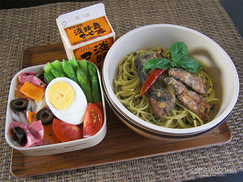 さんま塩焼缶のバジルパスタ弁当01