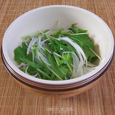 ツナサラダ蕎麦弁当02