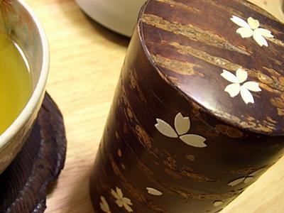 樺細工の茶筒。