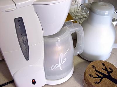 美味しいコーヒー抽出中。コポコポ・・