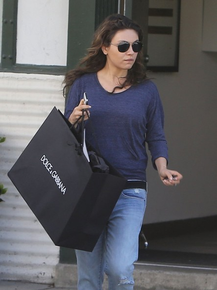 Pregnant+Mila+Kunis+Shopping+Beverly+Hills+a3igeq0fiecl.jpg