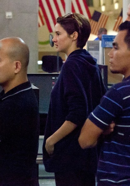 Shailene+Woodley+seen+at+LAX+FoLNDiVe9q0l.jpg