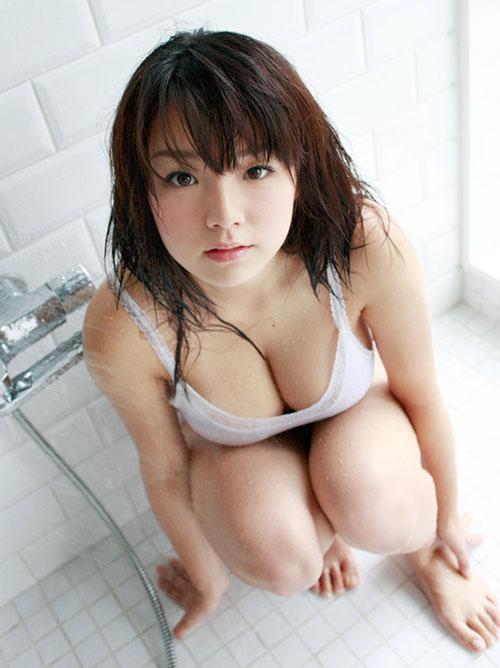 篠崎愛 セクシー濡れ豊満ボディ