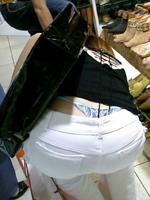 【画像】パンツやお尻が見えちゃってる素人のローライズ画像