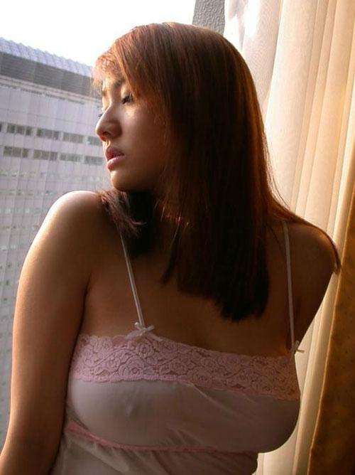 【画像】乳首が透けてるお姉さんのノーブラやシースルー画像