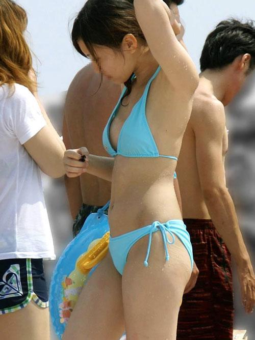 海で水着のお姉さんの生乳見たい