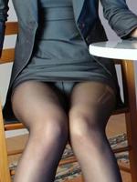 脚が綺麗なお姉さんのパンチラはイイ香りがしそうw
