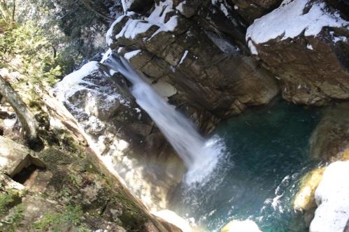 竜神の滝冬全景