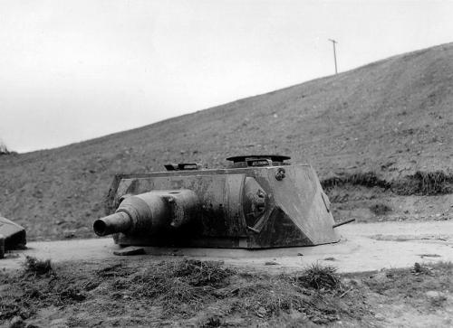 800px-German_turret_at_Omaha_Beach.jpg