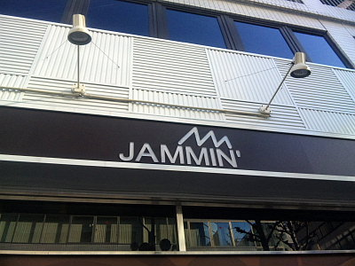 JAMMIN。