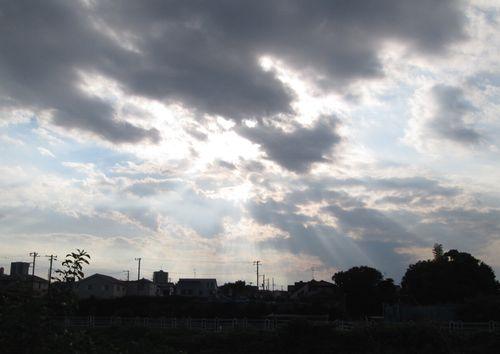 河原から見た空