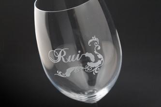 誕生日に名前を彫刻したワイングラス