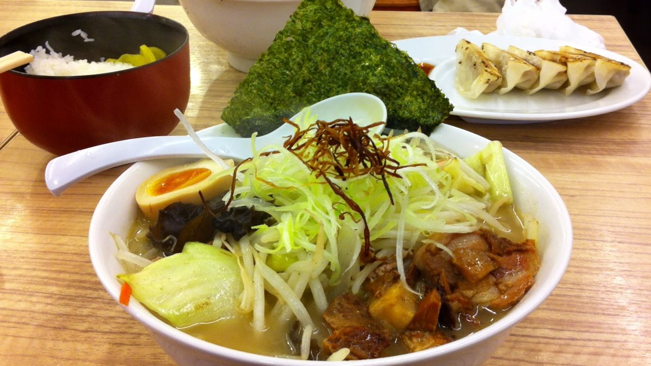 小林屋用田塩ラーメンライス餃子