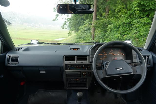 ファミリアバンの運転席・ダッシュボード内装