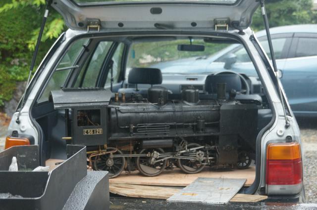 マツダファミリアバンに載ったC56 ミニSL・ラブスチーム