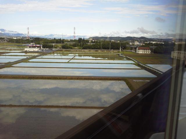 MAXときの二階より 水田に映る空