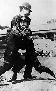 180px-Michi-no-miya_Hirohito_1913_Sumo.jpg